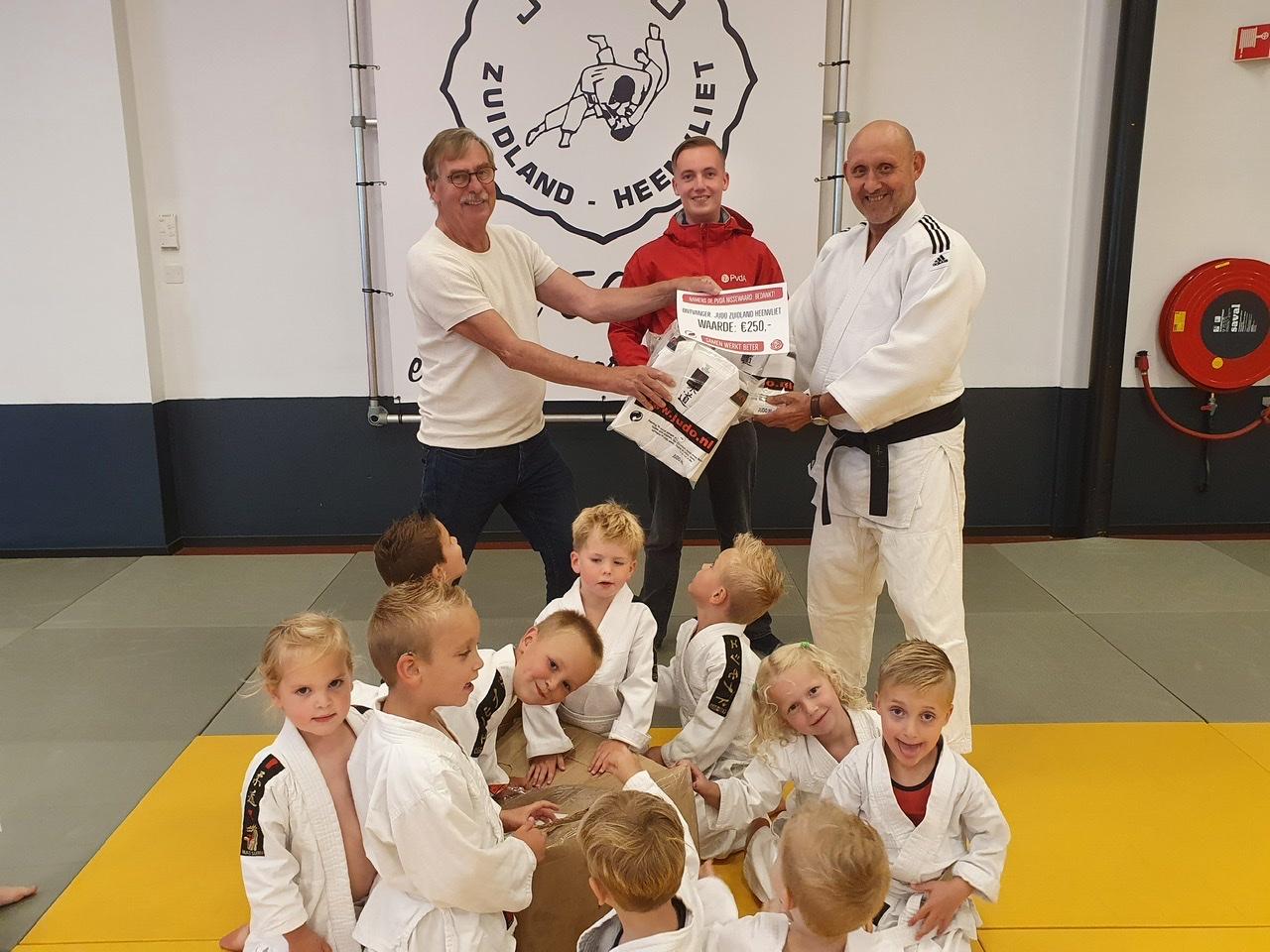 PvdA Nissewaard reikt Pluim van de Arbeid uit aan Judo Zuidland Heenvliet